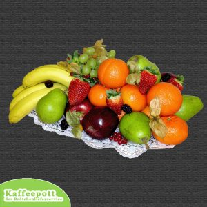 Obstkorb mit saisonalen Früchten